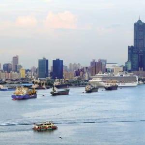 打開大門,連結世界,台灣才有競爭力。圖為高雄港和85大樓周遭亞洲新灣區一景。圖/本報資料照片