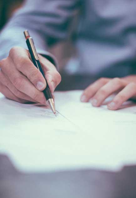 我國新公司法第20條與經濟部規定下,卻要求愈來愈多公司的財報必須經會計師查核簽證。圖:取自unsplash網站